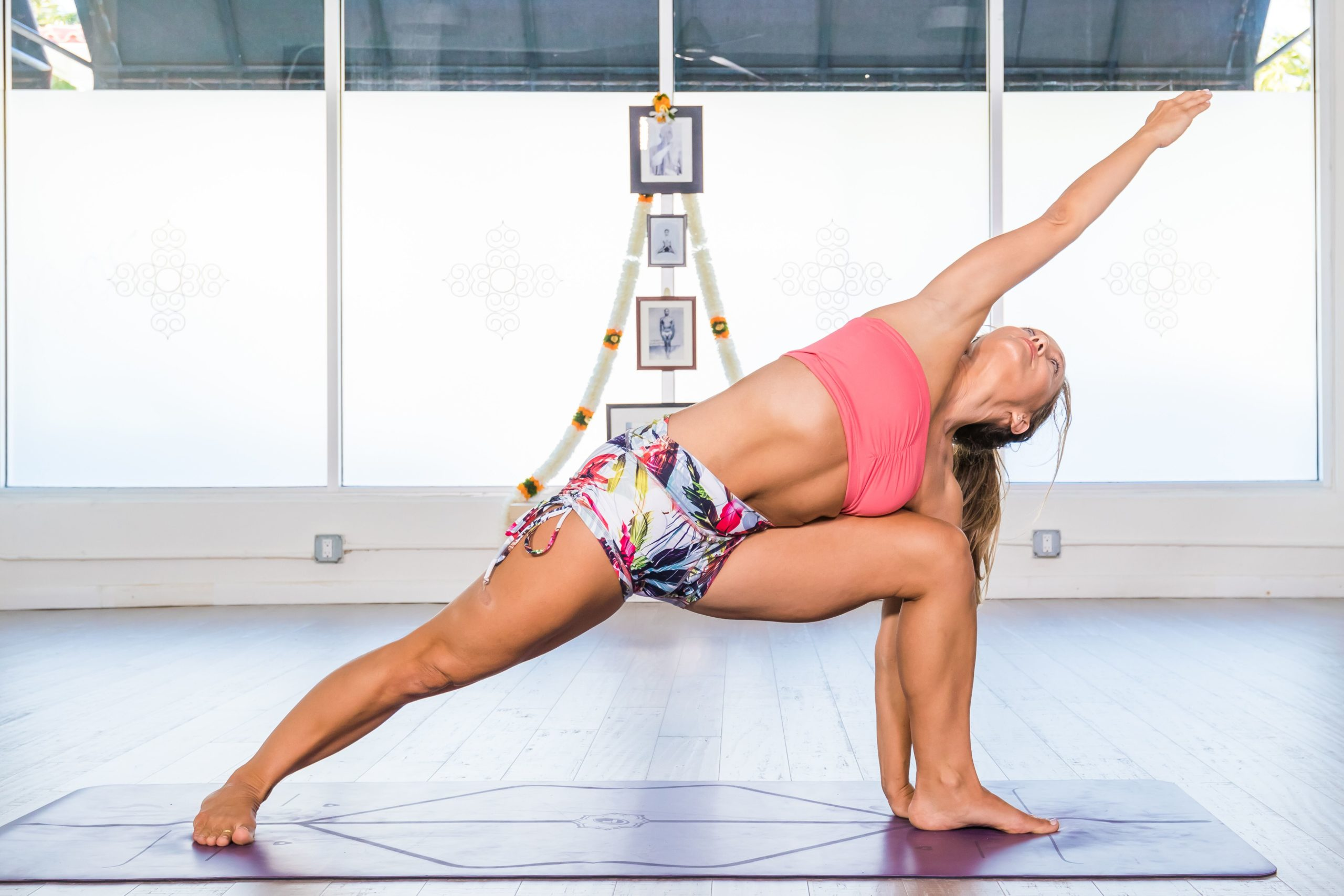 Encyclopedia of Yoga: Utthita Parsvakonasana (Extended Side Angle Pose)
